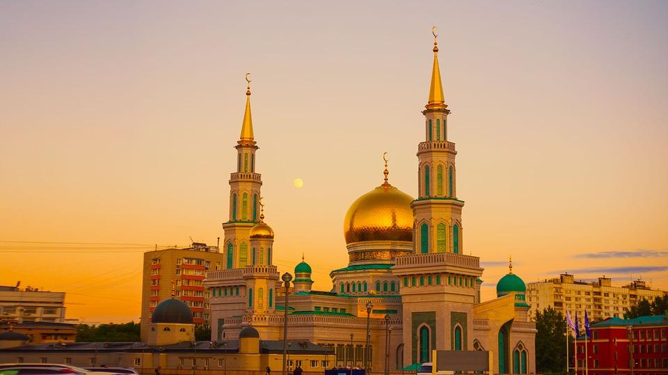 Hiasan Yang Terdapat Pada Atap Masjid Atau Surau Disebut