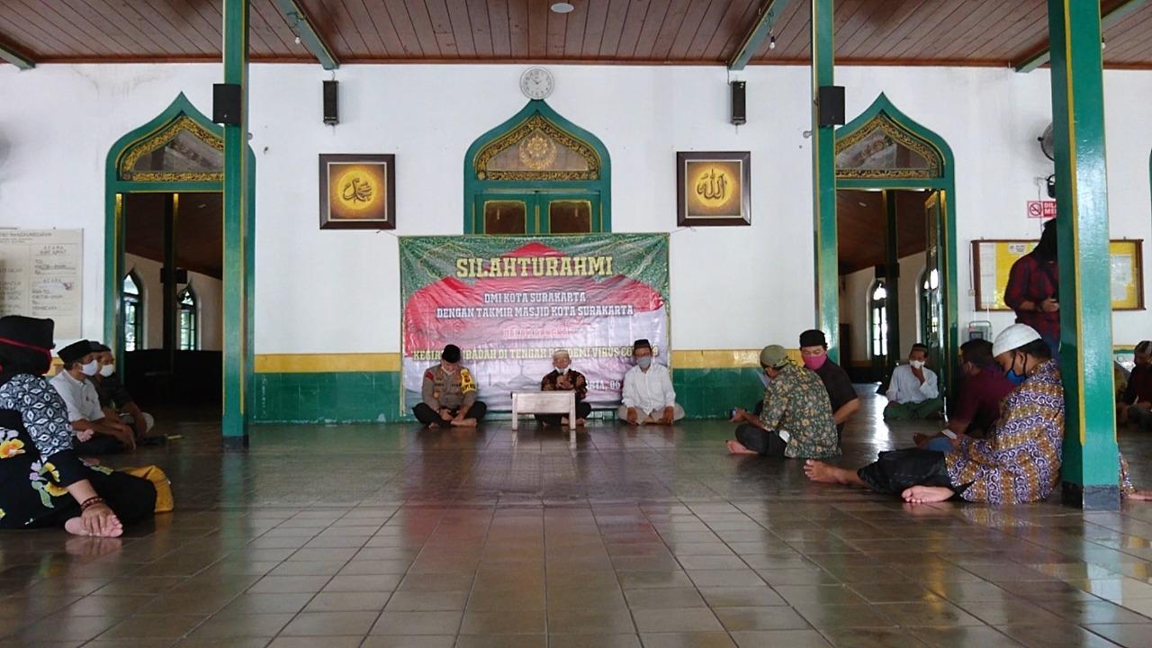 Pegawai Masjid di Desa
