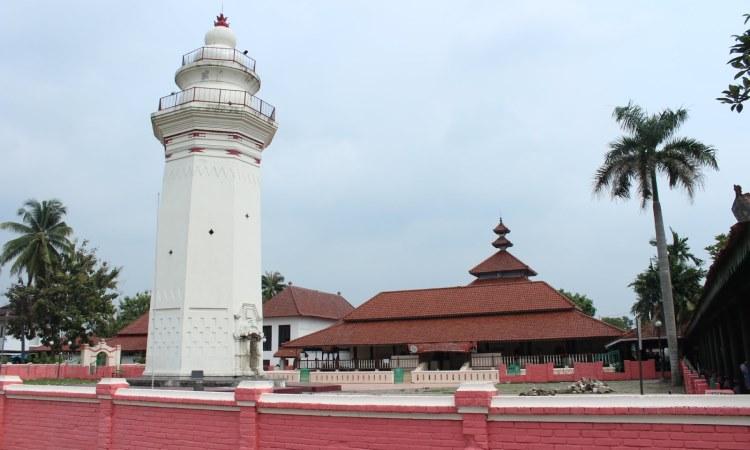 Menara Masjid Berfungsi sebagai Tempat